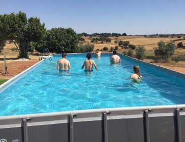 Casa de Alba adquire uma piscina através de angariação de fundos
