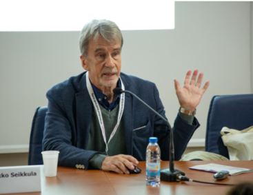 Jaakko Seikkula explains advantages of Open Dialogue